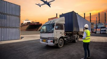 foreman-control-loading-containers-box-truck